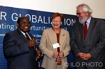 World Commission on the Social Dimension of Globalization. From left to right, Benjamin William Mkapa, President of Tanzania, Tarja Halonen, President of the Republic of Finland and Juan Somavia, Director-General of the ILO. London, February 24, 2004.