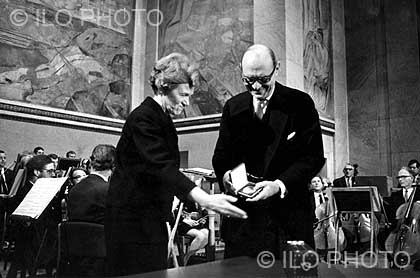 ILO Director-General David A. Morse receives the 1969 Nobel Peace Prize on behalf of the ILO fromAase Lionaes, Chairman of the Nobel Committee of the Norwegian Parliament, in the Aula of theUniversity of Oslo, on 10 December 1969.