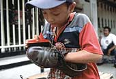 Child shoeshine