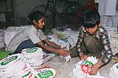 Sumitra (10 years old) and Tajmamoud (9 years old) packaging for Nestlé products, district of Okhla, New Delhi.