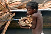 Little girl carrying wood in Ségou harbour, Mali.