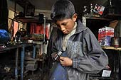 Child mechanic. La Paz (Alto), Bolivia. 
