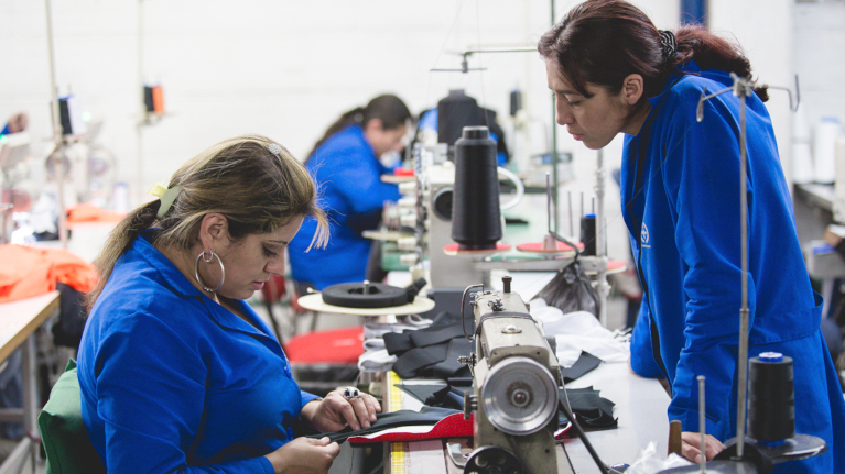"""Resultado de imagen para """"Mujeres en el mundo del trabajo. Retos pendientes hacia una efectiva equidad en América Latina y el Caribe""""."""